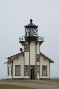 lighthouse-975940_640